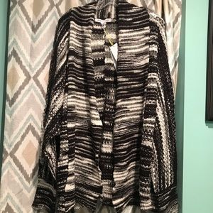 BCBGenerations Brand New Womans Sweater Black Gray